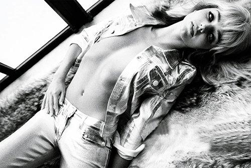 Miranda Kerr Photo: Vogue Italia