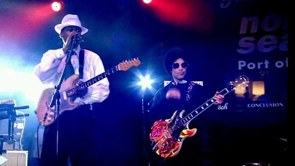 Larry Graham & PRINCE Photo: @PureViewClub Via Twitter