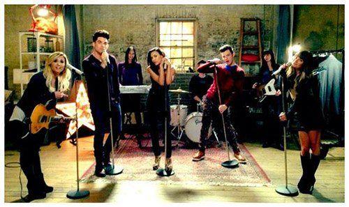 Glee Cast Photo Photo: Twitter.com