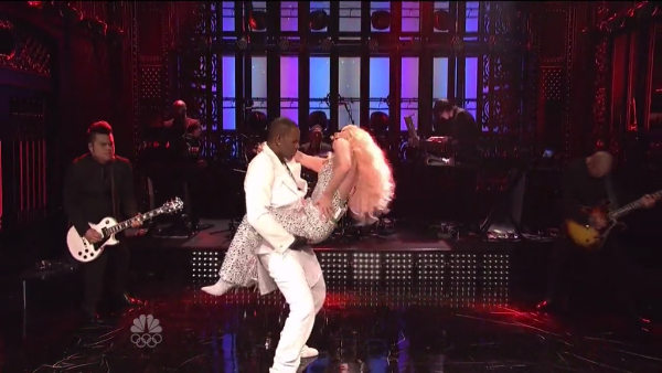 R. Kelly & Lady Gaga SNL Screen Cap