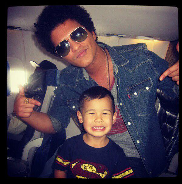 Bruno Mars & Kai Photo: Ellentv