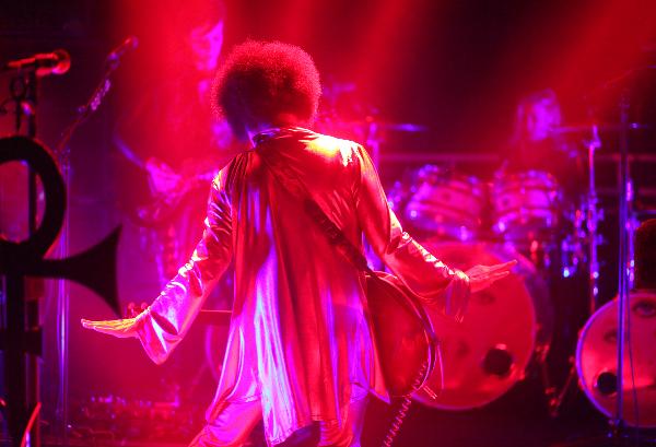 Prince & 3RDEYEGIRL-Dubai Photo NPG RECORDS 2015
