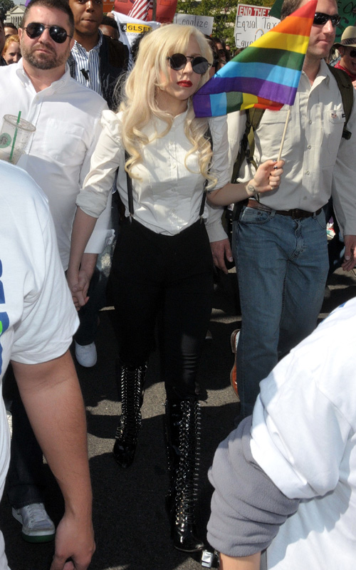 Lady gaga speaks out for gay servicemen